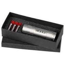 Gaveæske indeholdende 3 batterier samt aluminium lampe