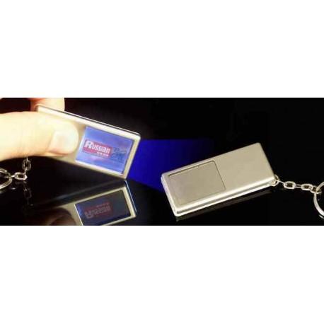 Minilampe med nøglering i kæde
