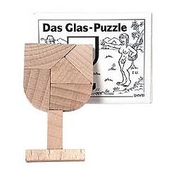 Træ puslespil udformet som et glas.
