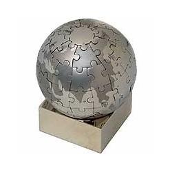 Puslespil udformet som globus.